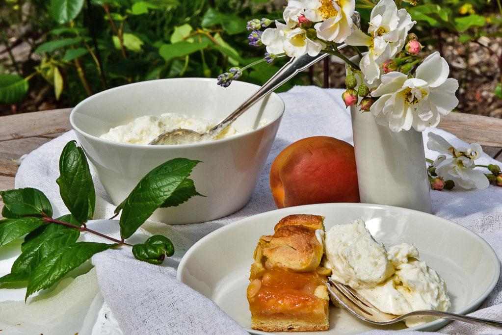 Galette mit Aprikosen und Marzipan