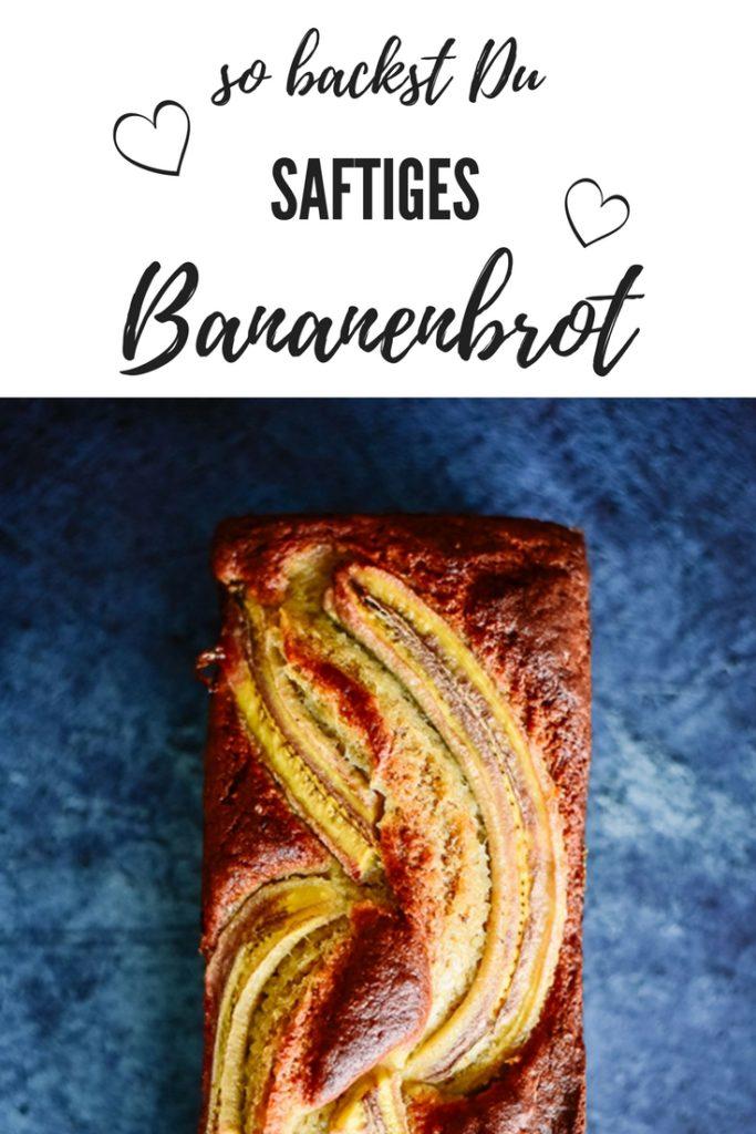 Es muss nicht immer Kuchen sein: Heute lümmelt sich ein saftiges Bananenbrot in unserem Backofen.Bananenbrotist die Rettung für Bananen, die schon nicht mehr besonders ansehnlich sind, die man aber trotzdem nicht guten Gewissens einfach wegwerfen möchte. Für ein saftiges Bananenbrot sind genau diese Exemplare ideal!