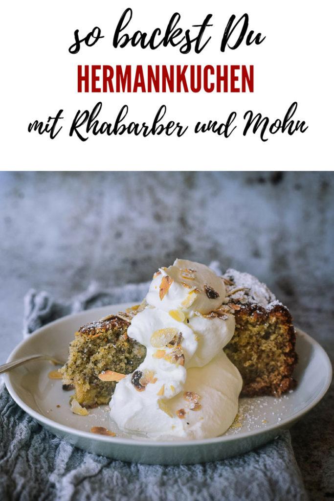 Rezept für Rhabarber Mohn Kuchen mit Hermann. Erinnerst du dich noch an Hermann? Wie Du den süßen Sauerteig selbst machst, pflegst, backst und verschenkst, zeige ich Dir hier. Jeder Kuchen wird mit Hermann unglaublich saftig, aromatisch und locker!