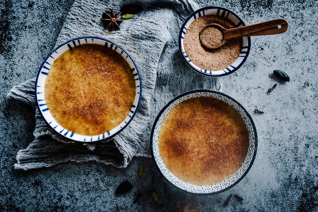 Lust auf einen Käsegang der besonderen Art? Dann versuch mal diese salzige Crème brûlée mit Epoisses! Das Rezept ist einfach, genial und gelingt immer.