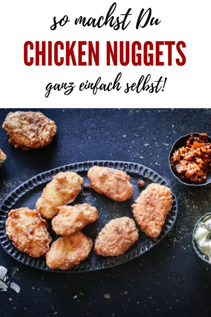 Chicken Nuggets einfach selber machen ist leichter als gedacht, weniger Schweinerei als vermutet und schmeckt Welten besser als alles was man in Schnellrestaurant jemals bekommen wird!