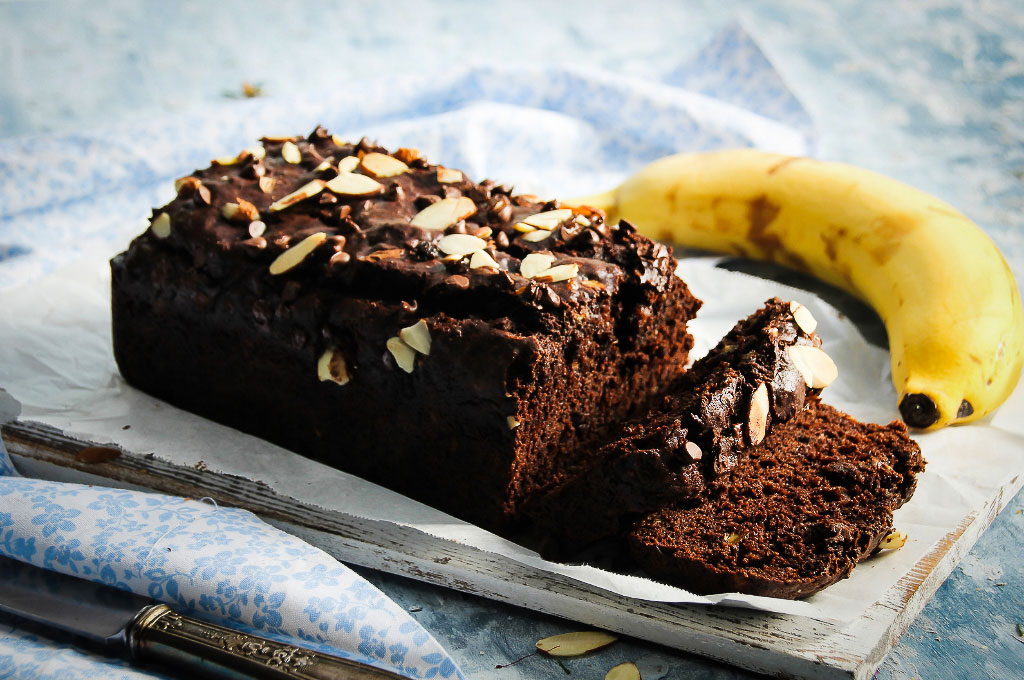 Theo, Teheheeooo, bitte mach mir ein Low Fat Bananenbrot. Aber bitte so richtig lecker und saftig. Bananenbrot ist eher ein einfacher Kuchen der schnell gemacht ist als ein Brot.