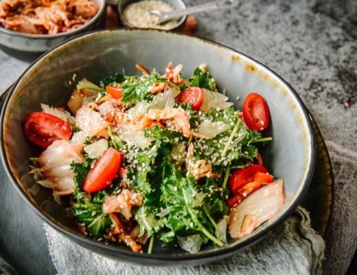 Kimchi Salat mit Sesam und Baby Kale