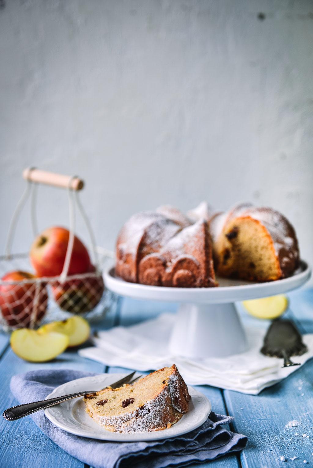 Schneller Apfelmuskuchen ist ideal wenn die Zeit knapp ist und der Hunger auf Kuchen groß. Hier findest Du ein einfaches Rezept. Absolut köstlich!