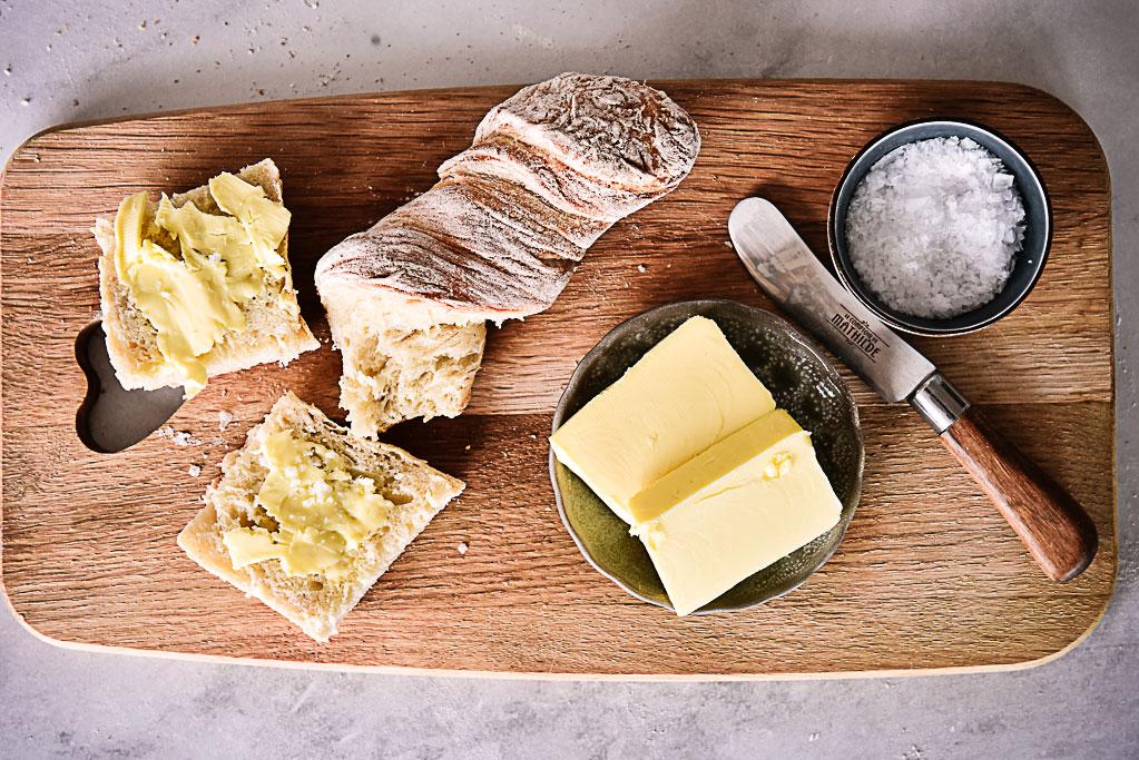 Rezept für köstliches schweizer Wurzelbrot mit Sauerteig schmeckt herrlich saftig und verträgt sich bestens mit frischer Butter. Spoiler: zum Auftunken von Soßenresten - GROSSARTIG!